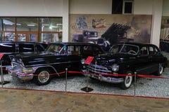 Musée de phaéton des voitures URSS et Etats-Unis de cru photo stock