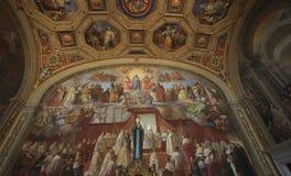 Musée de Vatican, Rome, Italie - 9 juillet 2017 : Peintures polychromes de mur et panneautage d'or Image libre de droits