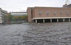 Musée de vue de bâtiment de la Science de Charles River dans l'état de Boston Massachusettes des Etats-Unis photographie stock libre de droits