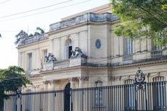 Musée des arts décoratifs à La Havane images stock