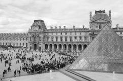 Musée du Louvre - Pyramide Arkivfoto