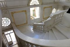 Musée National des beaux-arts avec l'escalier à La Valette, Malte photo libre de droits