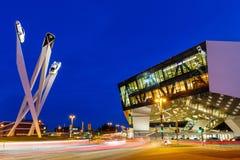 Musée Stuttgart de Porsche aux copys d'architecture d'art de l'Allemagne de nuit photos stock