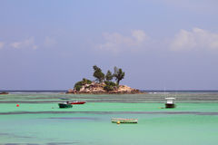 Musö (Ile Souris) Anse kunglig person, Mahe, Seychellerna Royaltyfria Bilder