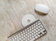 Mus, tangentbord och CD Fotografering för Bildbyråer
