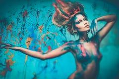 Musa de la mujer con arte de cuerpo Fotos de archivo