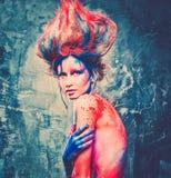 Musa med idérik kroppkonst Royaltyfri Bild