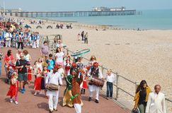 The Musafir Gypsies of Rajasthan. Indian music group, lead the parade along the seafront during the annual St.Leonards Festival at St.Leonards-on-Sea in East Stock Photos