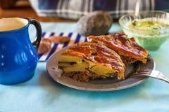 Musaka griego tradicional de la comida imagenes de archivo