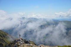 Musala maximum i moln Arkivfoton