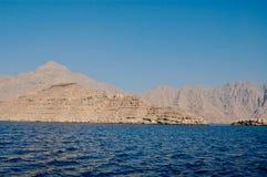 Musandam, άποψη του Ομάν στα βουνά και νερό στοκ φωτογραφία