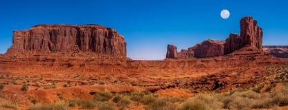 Musardez l'augmentation en vallée de monument, Utah, Etats-Unis Photo libre de droits