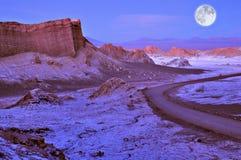 Musardez la vallée dans le désert d'Atacama au temps de coucher du soleil, images stock