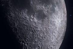 Musardez les phases avec le mouvement léger de la surface de lune avec le cratère sur le fond, l'univers et la science de lumière illustration stock