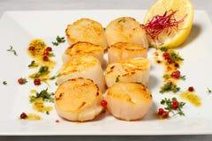 Muscheln mit frischer Zitrone Lizenzfreie Stockfotografie