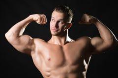 Muscled αρσενικό πρότυπο στοκ εικόνα