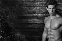 Free Muscled Handsome Italian Boy On Dark Vintage Background. On Side Free Space. Black And White Stock Photography - 58564292