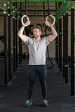 Muscled man practicing cross fit Royalty Free Stock Photos