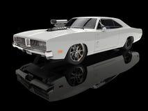Muscolo americano d'annata bianco automobilistico in sala d'esposizione nera royalty illustrazione gratis