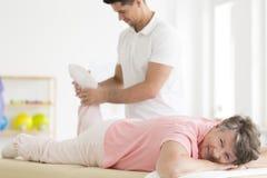 Muscolo che allevia gli esercizi del pnf Immagine Stock