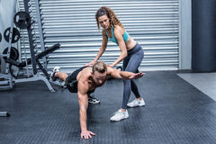 Muscular couple doing abdominal exercises Royalty Free Stock Photography