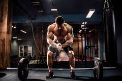 Free Muscular Fitness Man Preparing To Deadlift A Barbell Over His Head In Modern Fitness Center.Functional Training. Royalty Free Stock Photos - 99720258
