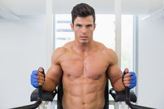 Muscular man doing crossfit fitness workout in gym Royalty Free Stock Photos