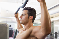 Muscular man exercising on a lat machine in gym Royalty Free Stock Photography