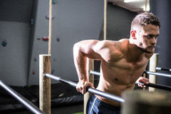Muscular man exercising on parallel bars Royalty Free Stock Photography