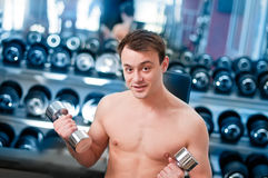 Muscular man lifting dumbbell Royalty Free Stock Photos
