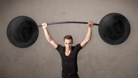 Muscular man lifting weights Royalty Free Stock Photos