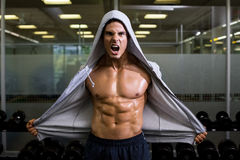 Muscular man shouting in health club Royalty Free Stock Photography