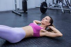 Muscular woman doing abdominal crunch Royalty Free Stock Photos