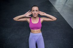 Muscular woman doing abdominal crunch Royalty Free Stock Photo