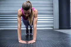 Muscular woman doing press up exercises Royalty Free Stock Images