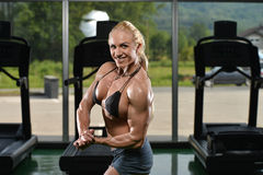 Muscular Woman Flexing Muscles Royalty Free Stock Photos