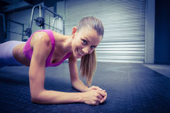 A muscular woman on a plank position Royalty Free Stock Photography