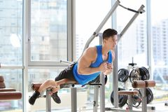 Muscular young man training Royalty Free Stock Images