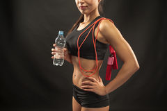 Muscular young woman athlete with a skipping rope Royalty Free Stock Photos