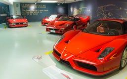 Musée Enzo Ferrari Hall d'exposition des voitures de sport Ferrari Images stock