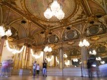 Musee D'Orsay - покрашенные потолки и красивые золотые французские зеркала Стоковая Фотография
