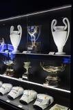 Museet av Real Madridfotbollklubban kuper och tilldelar klubban Arkivfoton