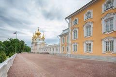 Museet för kyrklig byggnad av juvlar och imperialistiska skatter i Peterhof Fotografering för Bildbyråer