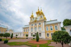 Museet för kyrklig byggnad av juvlar och imperialistiska skatter i Peterhof Royaltyfri Foto
