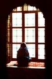Muselman som ber i den blåa moskén, Turkiet Royaltyfri Bild