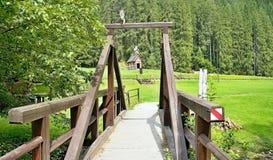 Museo al aire libre de la silvicultura con el paseo educativo en Vydrovo foto de archivo libre de regalías