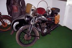 Museo antiguo de la motocicleta de la marca ÄŒZ de la motocicleta Imagen de archivo