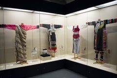 Museo asiatico di cinese, di Pechino, delle donne e dei bambini, il costume nazionale di mostra del hallï del ¼ delle donne dell' Fotografia Stock