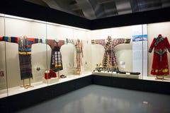 Museo asiatico di cinese, di Pechino, delle donne e dei bambini, il costume nazionale di mostra del hallï del ¼ delle donne dell' Fotografie Stock