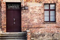 Museo Auschwitz - museo del monumento del holocausto La entrada al hospital provisional del campo Fotografía de archivo